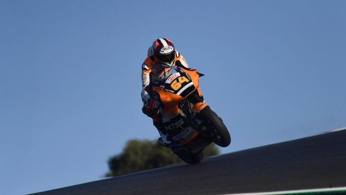 PORTIMAO, PORTUGAL - NOVEMBER 21: Bo Bendsneyder of Dutch and NTS RW Racing GP lifts the front  wheel during the qualifying for the MotoGP of Portugal at Algarve Motor Park on November 21, 2020 in Portimao, Portugal. (Photo by Mirco Lazzari gp/Getty Images)