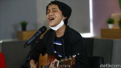 Danes Rabani Bawakan Lagu Kita Hadapi