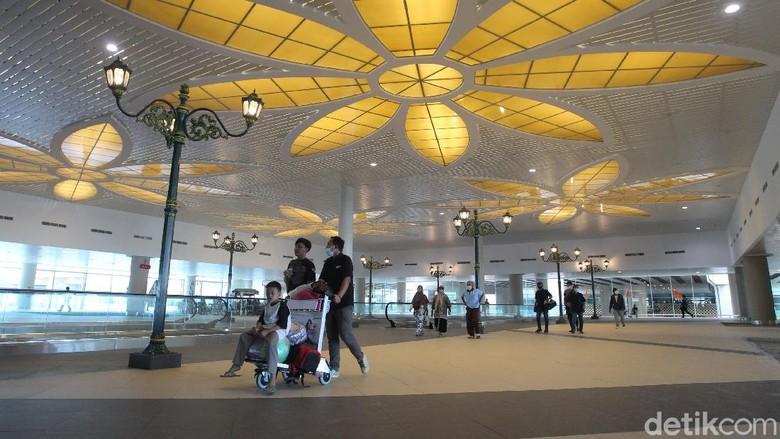 PT Angkasa Pura I memprediksi kenaikan jumlah penumpang pada liburan Nataru 2021 sebesar 25 persen. Atau berkisar 10 ribu orang penumpang setiap harinya.