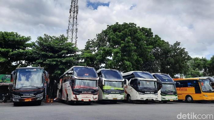 Jelang libur Natal dan Tahun Baru (Nataru) belum ada tanda-tanda peningkatan jumlah penumpang baik di Terminal Giwangan, Kota Yogyakarta dan Terminal Jombor, Sleman. Di dua terminal itu masih terpantau sepi.