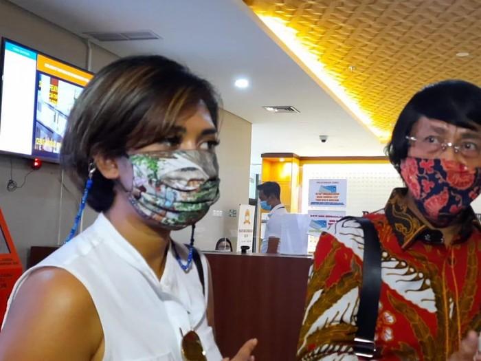 Karen Poore atau Karen Idol menyambangi Bareskrim Polri, Jakarta, Rabu (23/12/2020).
