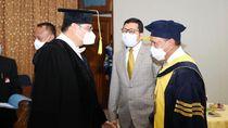 MenporaPuji Ketum PB Wushu Airlanggayang Raih Doktor HonorisCausa