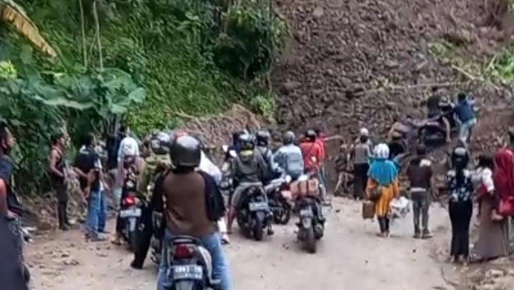 Longsor Kembali Timbun Akses Alternatif Geopark Ciletuh Sukabumi