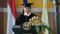 Menko Perekonomian Raih Gelar Doktor HC Bidang Olahraga dari Unnes