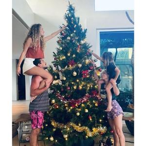 8 Model Pohon Natal Terbaru 2020 Inspirasi dari Para Selebriti
