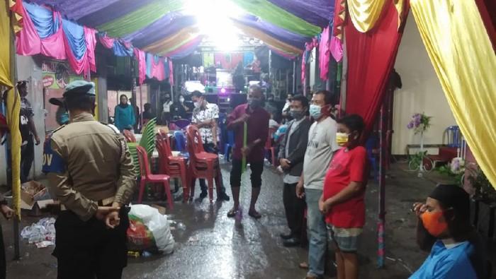 Polisi membubarkan acara pesta nikah di Makassar karena melanggar prokes (dok. Istimewa).