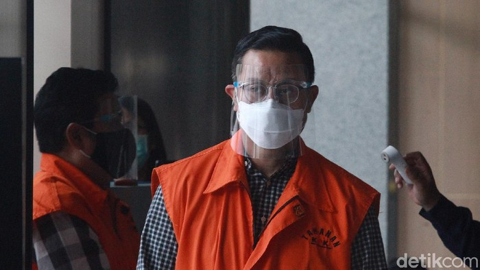 Mantan Menteri Sosial (Mensos) Juliari Peter Batubara mendatangi KPK. Juliari akan menjalani pemeriksaan perdana kasus dugaan suap bantuan sosial (bansos) Corona.