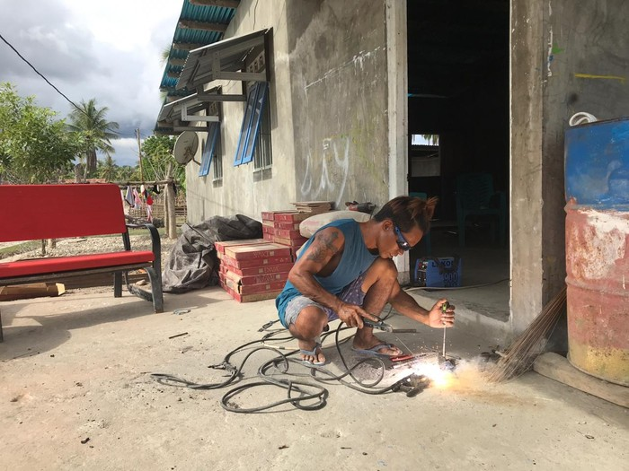 Setiap harinya, Joao bergantung dengan usaha bengkel lasnya, membuka servis las untuk masyarakat di sekitar Kecamatan Kobalima, Kabupaten Malaka.