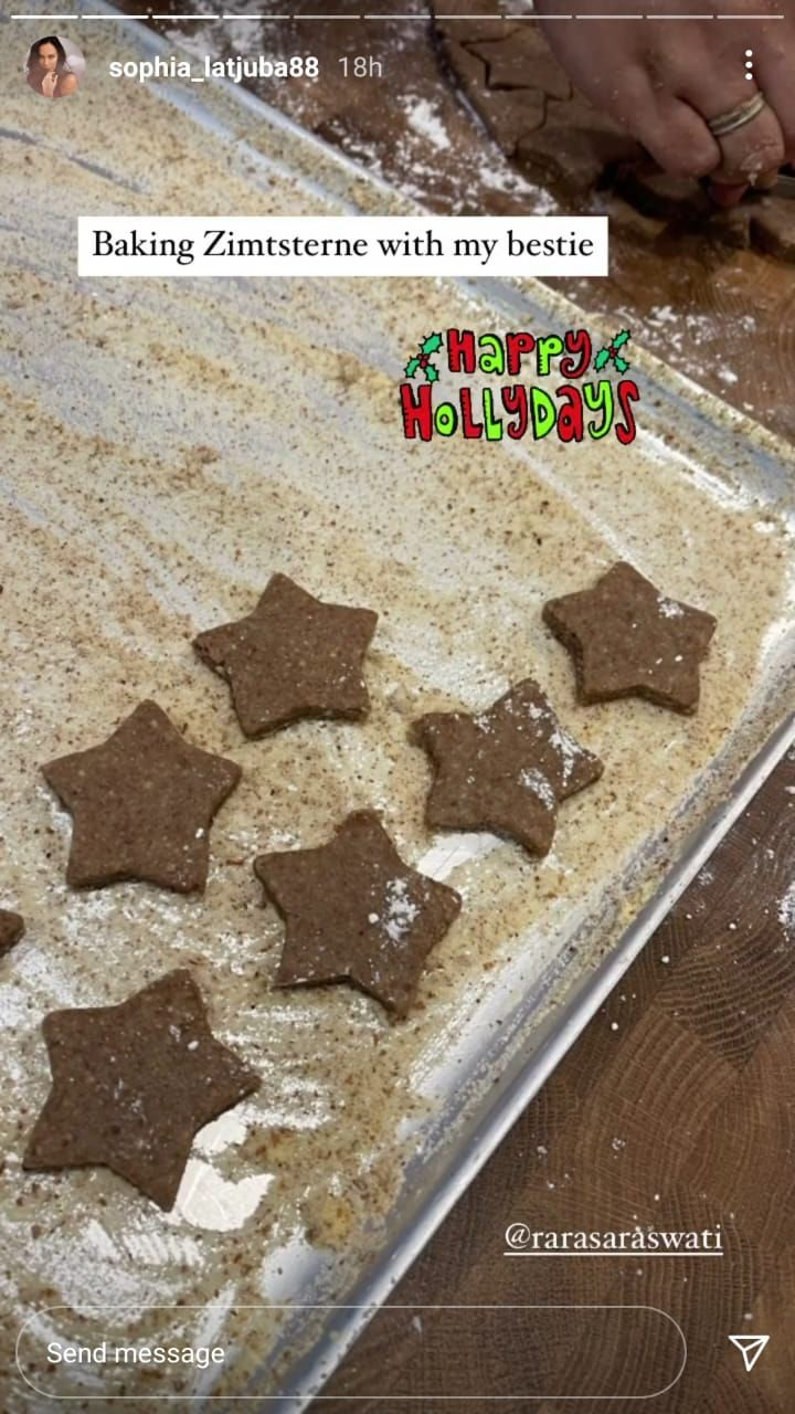 Sophia Latjuba Bikin Zimtsterne, Cookies Natal Khas Jerman