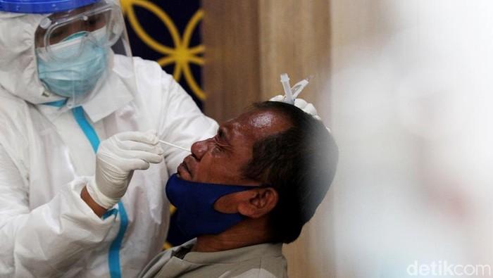 Terminal Tirtonadi menyediakan layanan swab antigen gratis bagi pemudik yang datang ke Solo. Hal itu dilakukan untuk cegah penyebaran COVID-19 saat libur nataru
