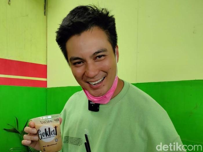 Baim Wong bagi-bagi minuman gratis untuk ulang tahun Kiano