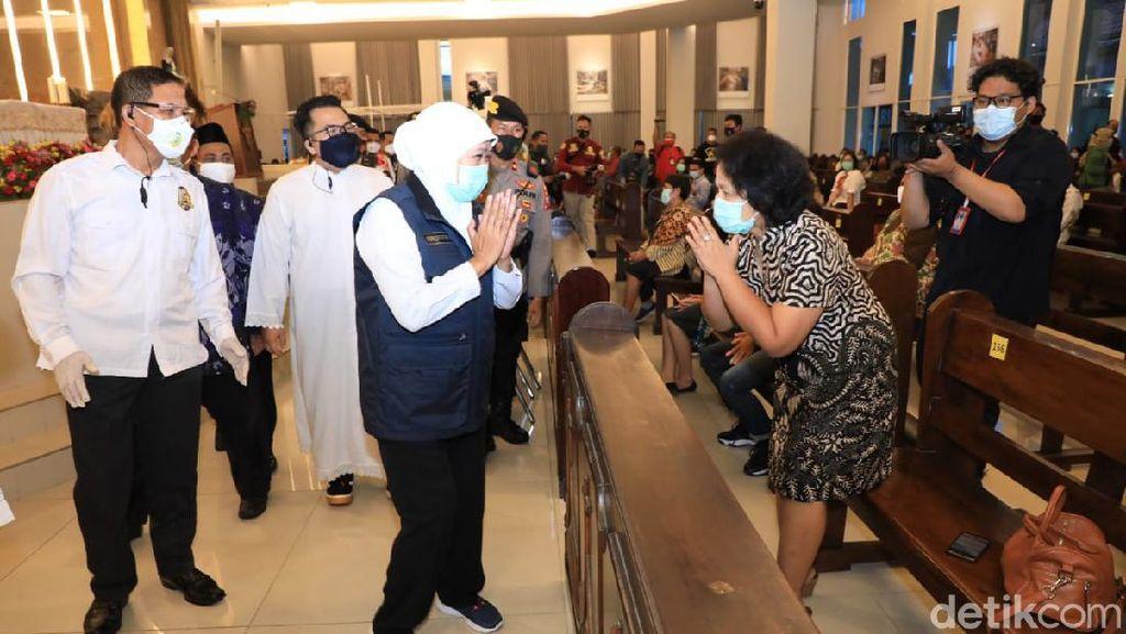 Pantau Misa di Sidoarjo, Khofifah: Harus Jaga Jarak Tapi Hati Tak Boleh Berjarak