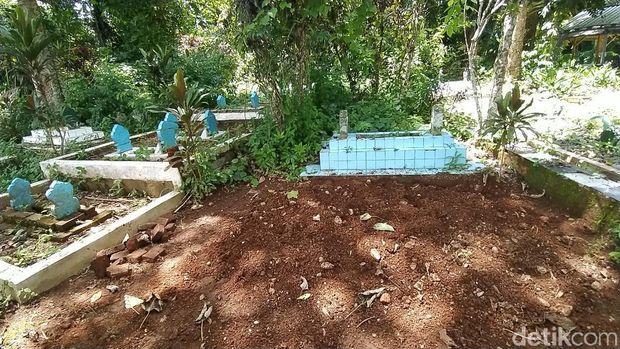 Jalan Ditutup dan Makam Dipindahkan di Ciamis