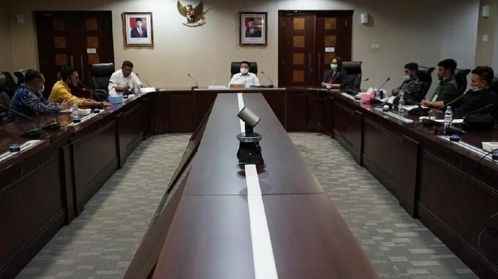 Kepala Staf Kepresidenan DR. Moeldoko berdialog bersama perwakilan BEM Nusantara di Gedung Bina Graha Jakarta, Rabu (23/12).