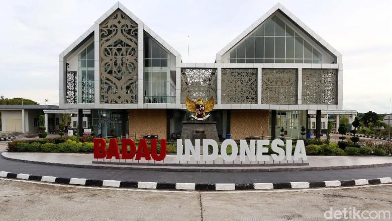 Beginilah potret megahnya PLBN Nanga Badau, Kalimantan Barat yang pada 2017 lalu diresmikan Presiden Jokowi sebagai wajah terdepan di batas Indonesia-Malaysia.