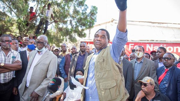 Hakainde Hichilema, leader of the United Party for National Development (UPND), gestures as he addresses supporters after being questioned at Lusaka Police Force headquarters in Lusaka, Zambia, on December 23, 2020. - Two demonstrators were killed on December 23, 2020 in a protest outside the police headquarters in the Zambian capital Lusaka, where opposition leader Hakainde Hichilema was being questioned. (Photo by SALIM DAWOOD / AFP)