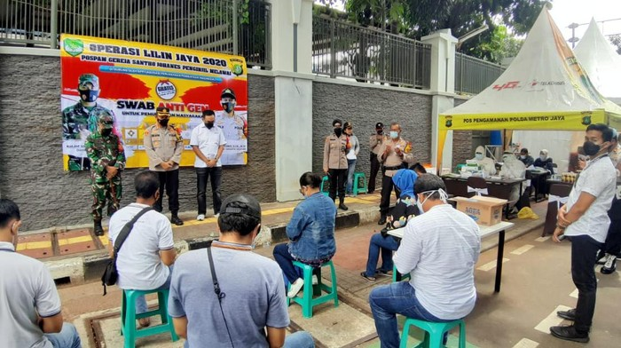 Polres Jakarta Selatan adakan rapid test gratis.