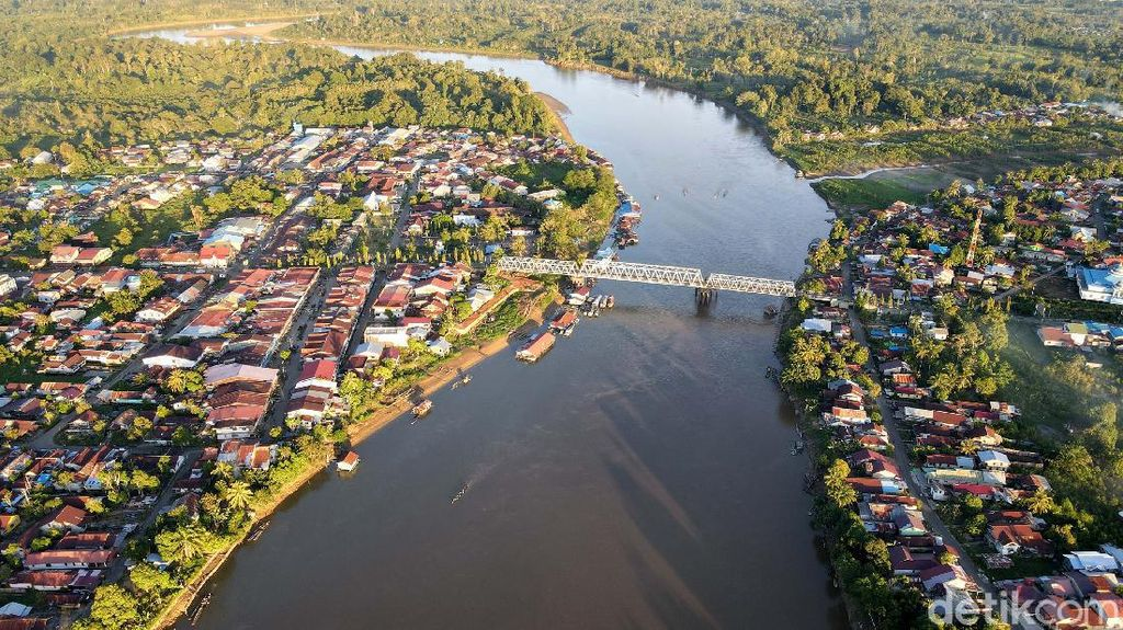 Foto: Putussibau, Kota di Tengah Hamparah Hijau Hutan Kalimantan