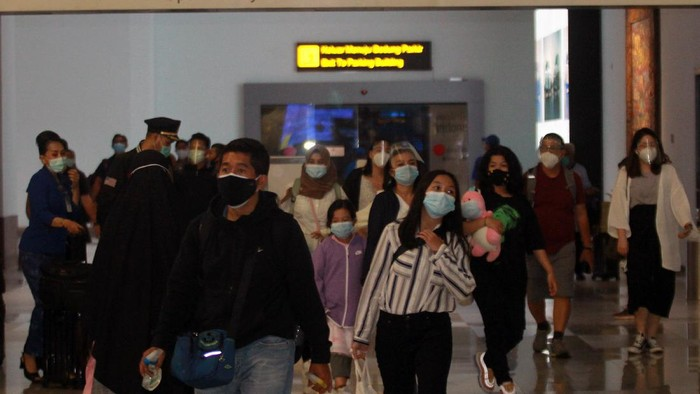 Puncak arus mudik Natal dan Tahun Baru 2020 di Bandara Soekarno Hatta terjadi pada Rabu (23/12/2020). Jumlah penumpang pesawat mencapai 85.000 orang.