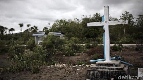Prasasti itu menandai pembantaian pastur dan suster di sebuah gereja di Timor Leste. Mayatnya dikubur di prasasti itu.