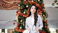 7 Gaya Sandra Dewi dan Pohon Natal, Cantiknya bak ABG Padahal Ibu 2 Anak