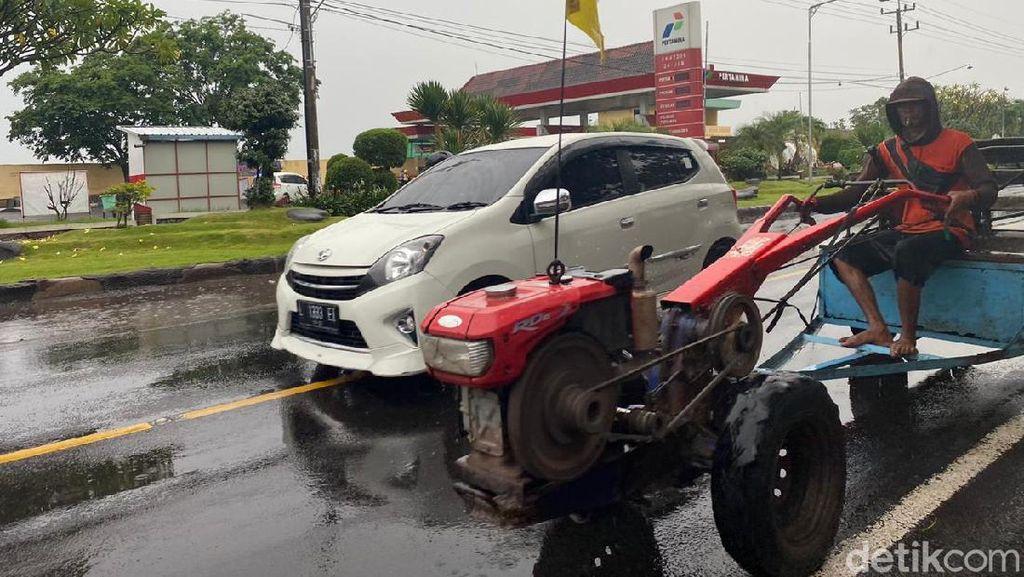 Liburan Lewat Jalur Boyolali-Banyuwangi, Hati-hati Traktor Melintas di Pinggir Jalan