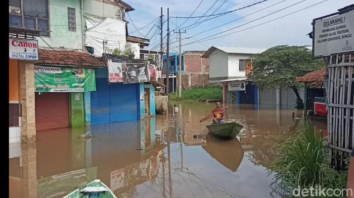 Banjir menggenangi pemukiman warga di Baleendah Bandung