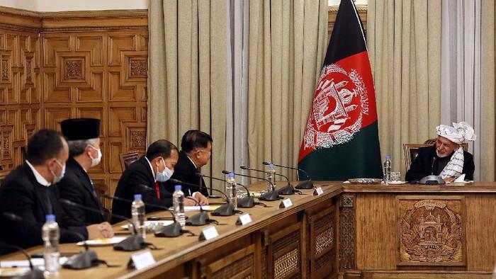 Wakil Presiden RI ke-10 dan 12 Jusuf Kalla (JK) bertemu dengan Presiden Republik Islam Afghanistan Ashraf Ghani. JK diminta menjadi fasilitator perdamaian Afganistan dengan Taliban.