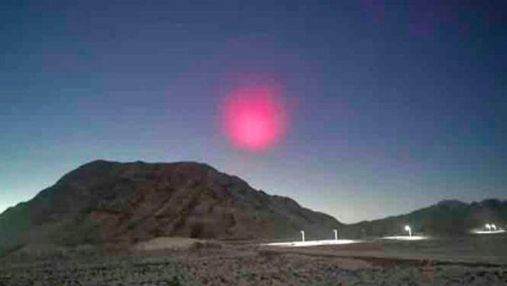 Setelah Bola Api Mirip Matahari, Muncul UFO Pink di Langit China