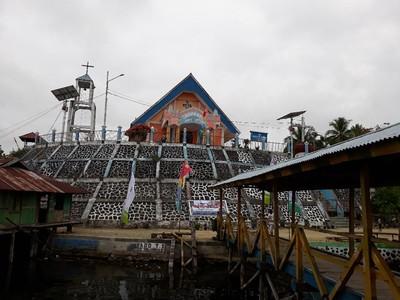 Gereja Unik di Papua, Salib Ditempatkan di Dalam Tempayan