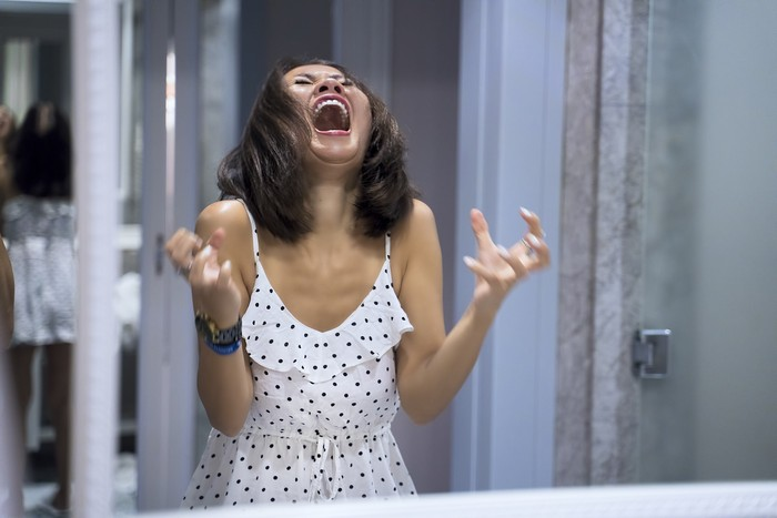 Ilustrasi perempuan menangis
