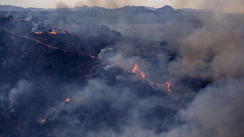 Puing-puing Sisa Kebakaran Hutan di California, Mobil-Rumah Ludes