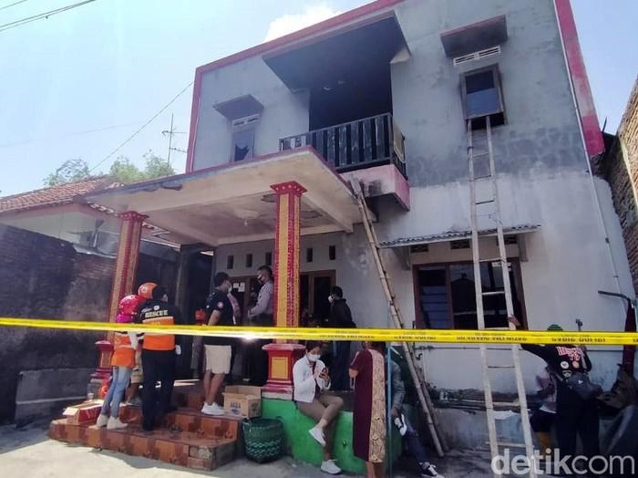Sebuah indekos di kawasan Gembongan, Kecamatan Kartasura, Sukoharjo, terbakar, Jumat (25/12/2020). Tiga orang penghuni indekos tewas dalam peristiwa nahas itu.