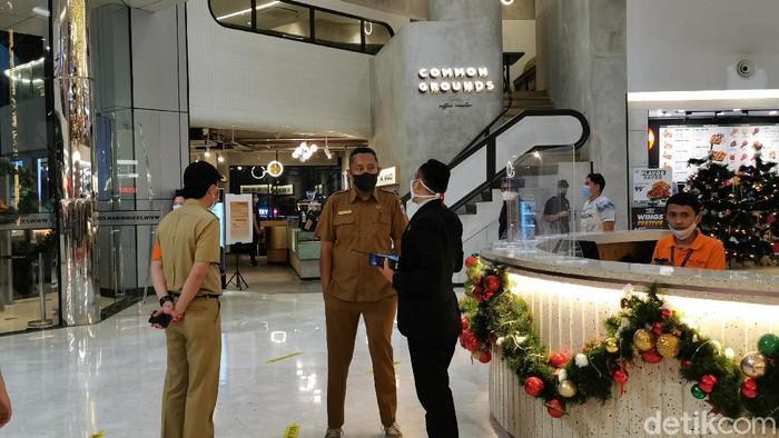 Malam Natal di Mal Jakarta