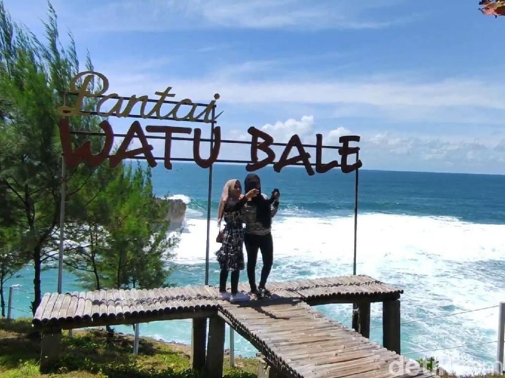 Libur Nataru, Bisa Mampir ke Watu Bale yang Dijuluki Pantai 3 In 1