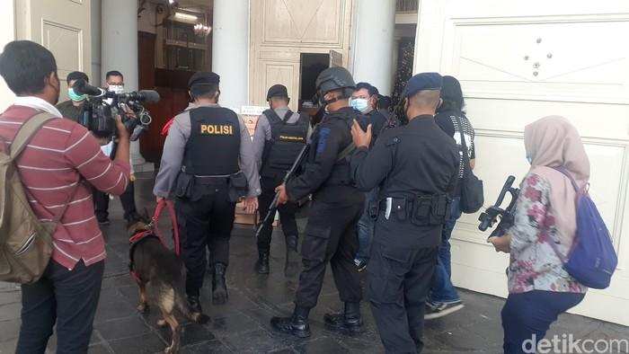 Pengamanan Natal di GPIB Immanuel, Jakarta. (Afzal Nur Iman/detikcom)