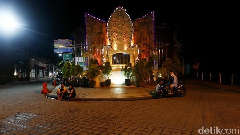 Masa kejayaan Legian, Bali, semakin memudar imbas pandemi COVID-19. Mulai dari turis mancanegara hingga pertokoan tutup.
