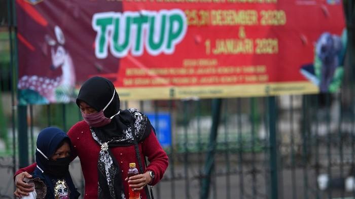 Pemprov DKI Jakarta menutup tempat wisata seperti Taman Margasatwa Ragunan saat libur Natal dan Tahun Baru 2021. Ini dilakukan untuk menghindari keramaian dan penyebaran virus.