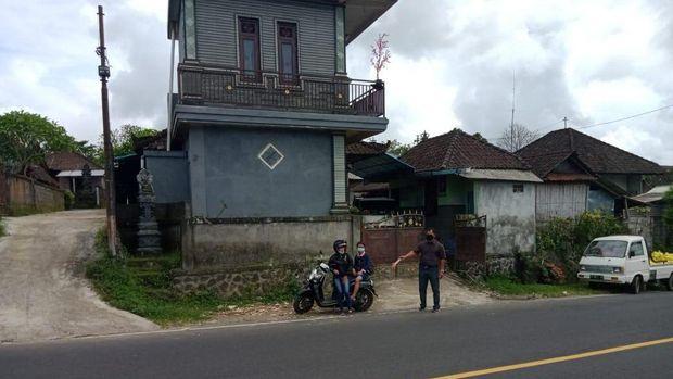 Lokasi diduga warga pungut uang yang bertebaran.