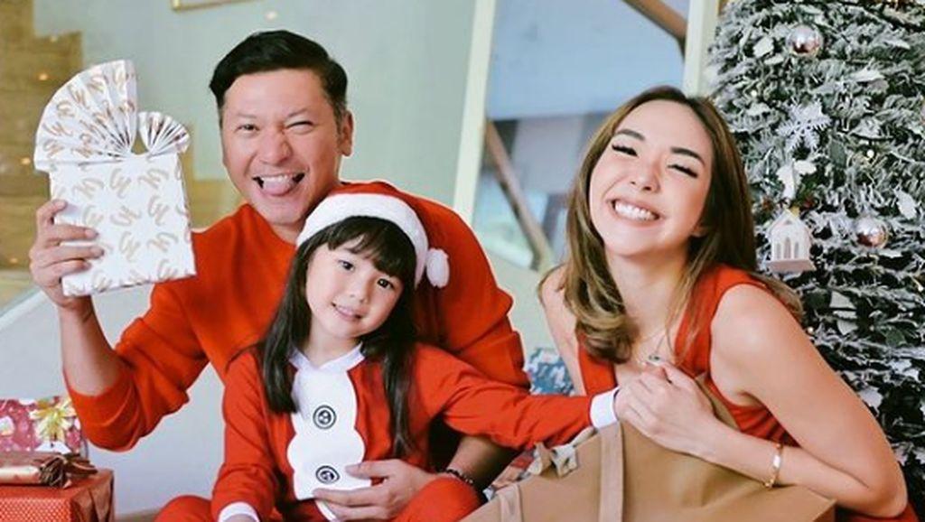 7 Potret Artis Indonesia Rayakan Natal Saat Pandemi COVID-19, Ada yang di RS