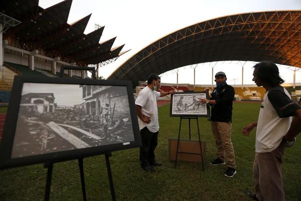 Pewarta Foto Indonesia (PFI) Aceh menggelar pameran foto untuk memperingati 16 tahun bencana tsunami di Stadion Harapan Bangsa. Irwansyah Putra/Antara Foto.