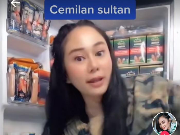 Makan Mevvah ala Denise Chariesta, Tongseng Sultan dan Ikan Salmon