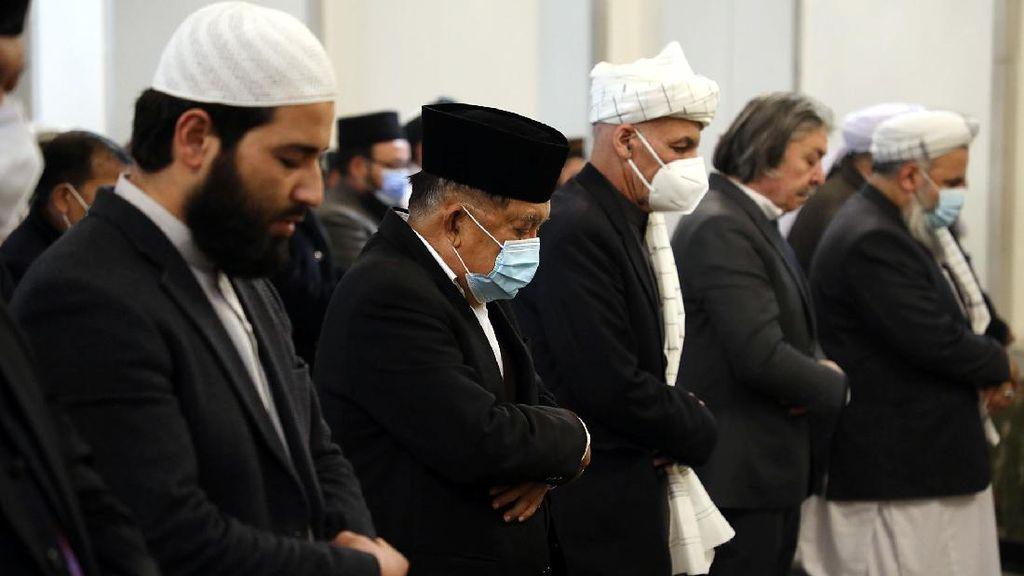 Momen JK dan Presiden Afghanistan Salat Jumat Bersama