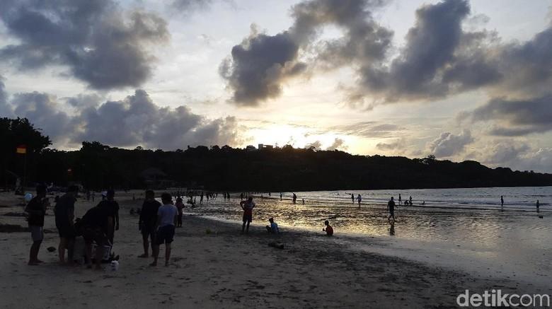 Sunset di Pantai Jimbaran.