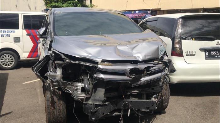Penampakan mobil Aiptu ICH rusak akibat kecelakaan maut di Jaksel