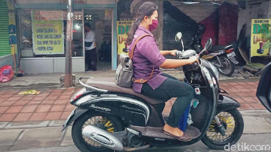 Pandemi Buat Gaya Berkendara Pemotor Lebih Pentingkan Masker Dibandingkan Helm