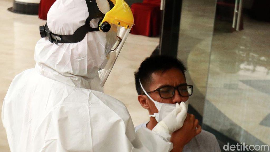 Pemkot Bandung Gelar Rapid Test Antigen ke Pengunjung Hotel