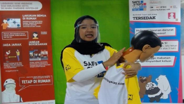 Prudential Indonesia bersama Palang Merah Indonesia (PMI) mengadakan pelatihan kesiapsiagaan Safe Steps Kids terhadap Pertolongan Pertama serta pencegahan COVID-19.