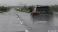 Musim Hujan, Ini 3 Hal yang Harus Dihindari saat Berkendara di Cuaca Ekstrem