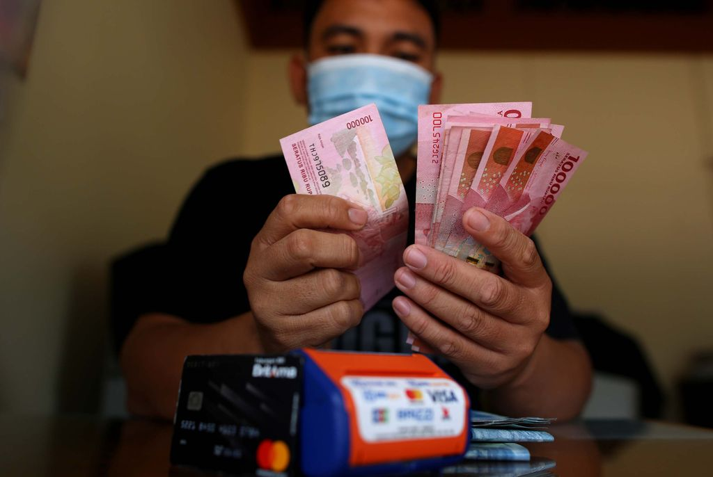 Transaksi perbankan di Badau